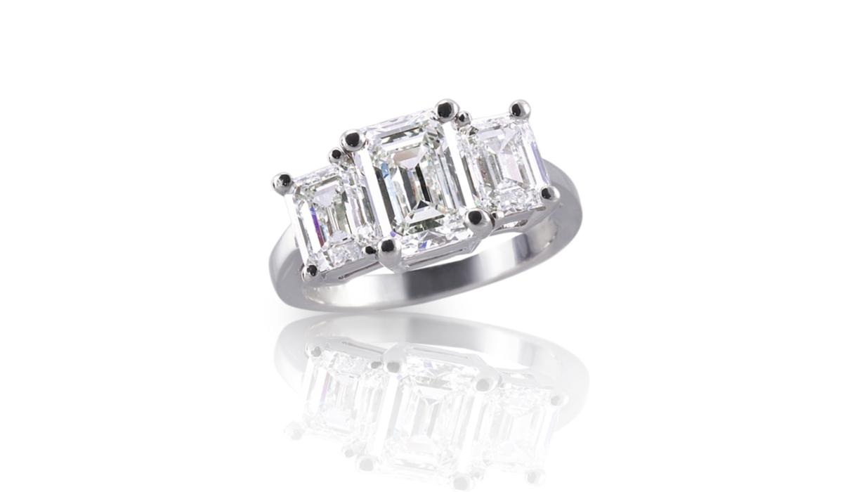 エメラルドカット ダイヤモンドリング2