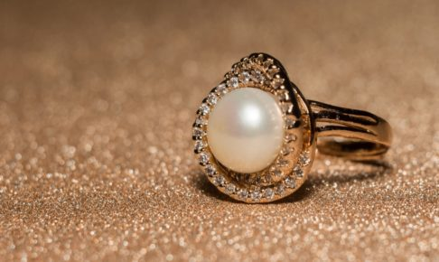 真珠の指輪