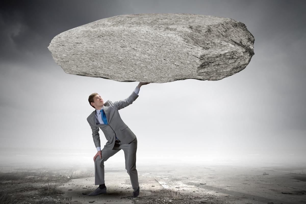 大きい石持ち上げる