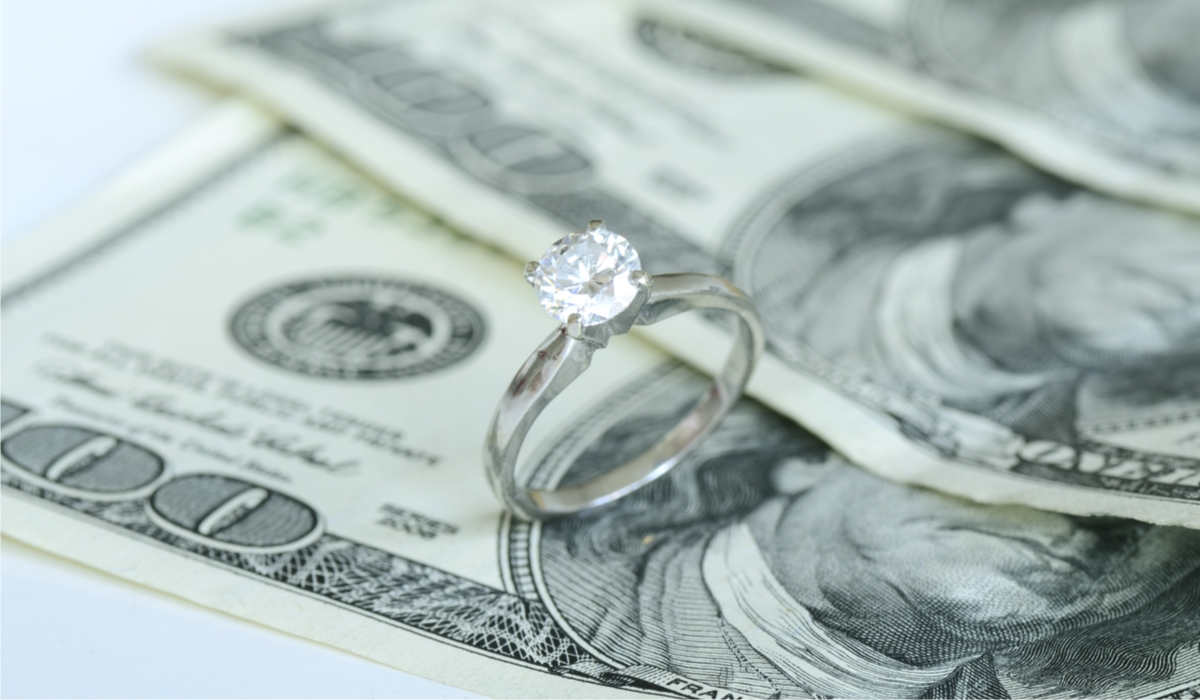 ダイヤモンドリングとお金