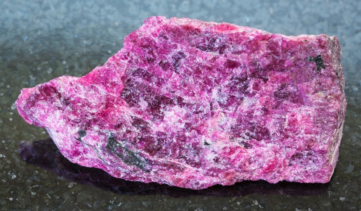 ユーディアライト 原石