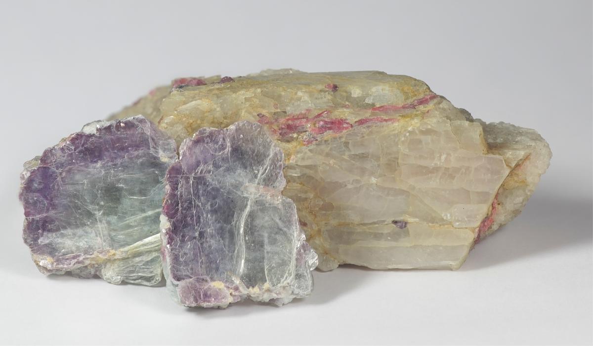 クンツァイト ヒデナイト 原石
