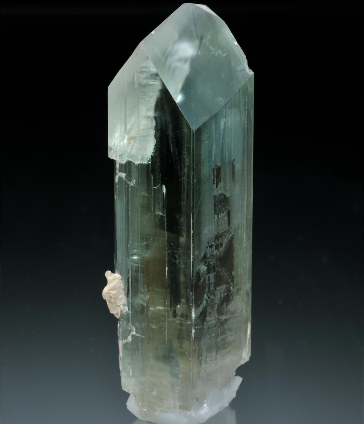 ヒデナイト 結晶