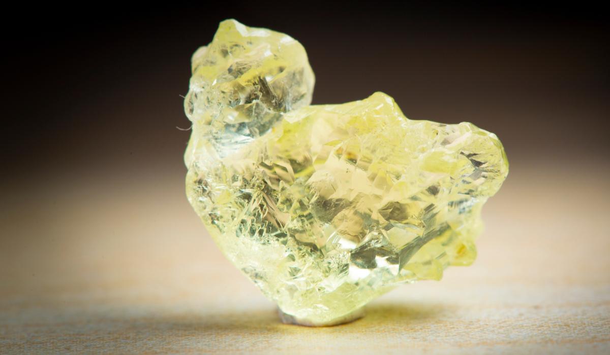 ヘリオドール 原石