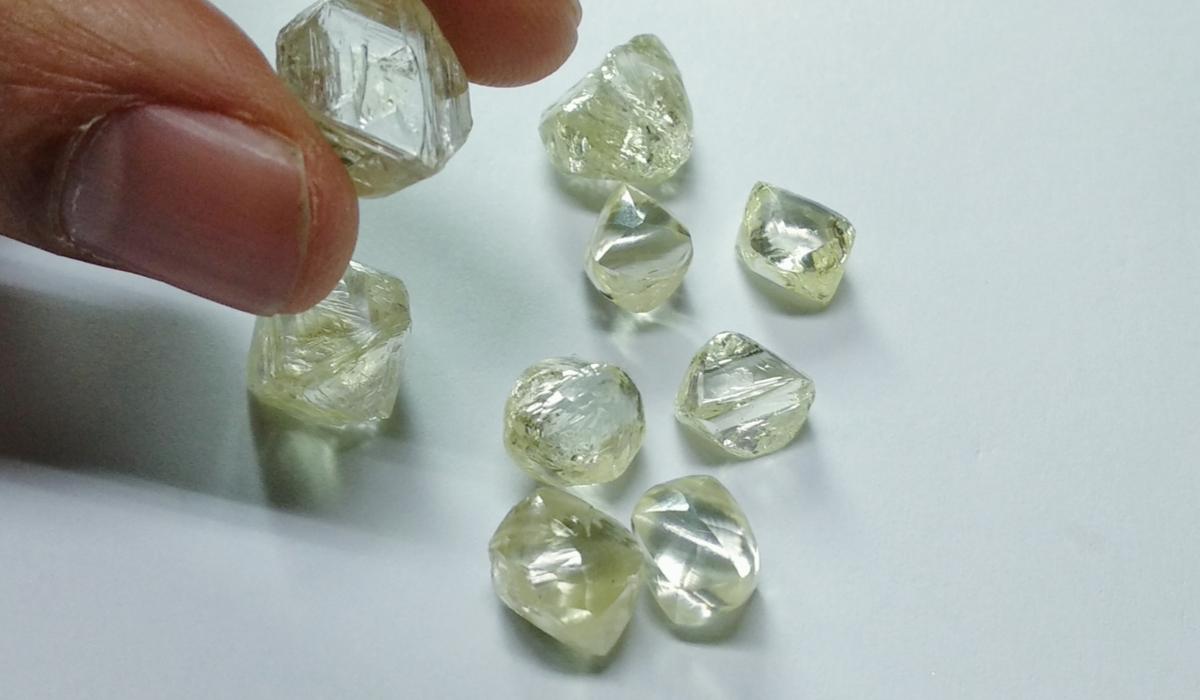 ダイヤモンド 原石 ラフダイヤモンド