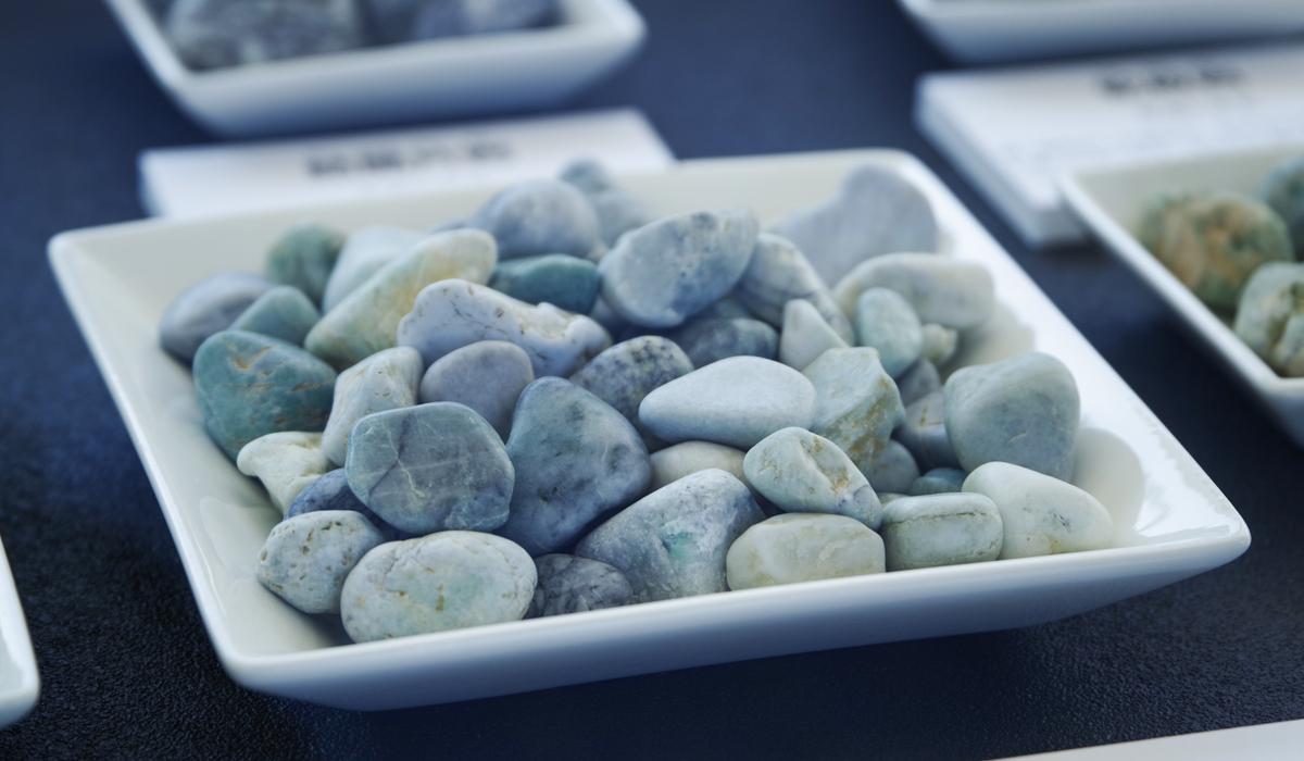 翡翠 原石 日本