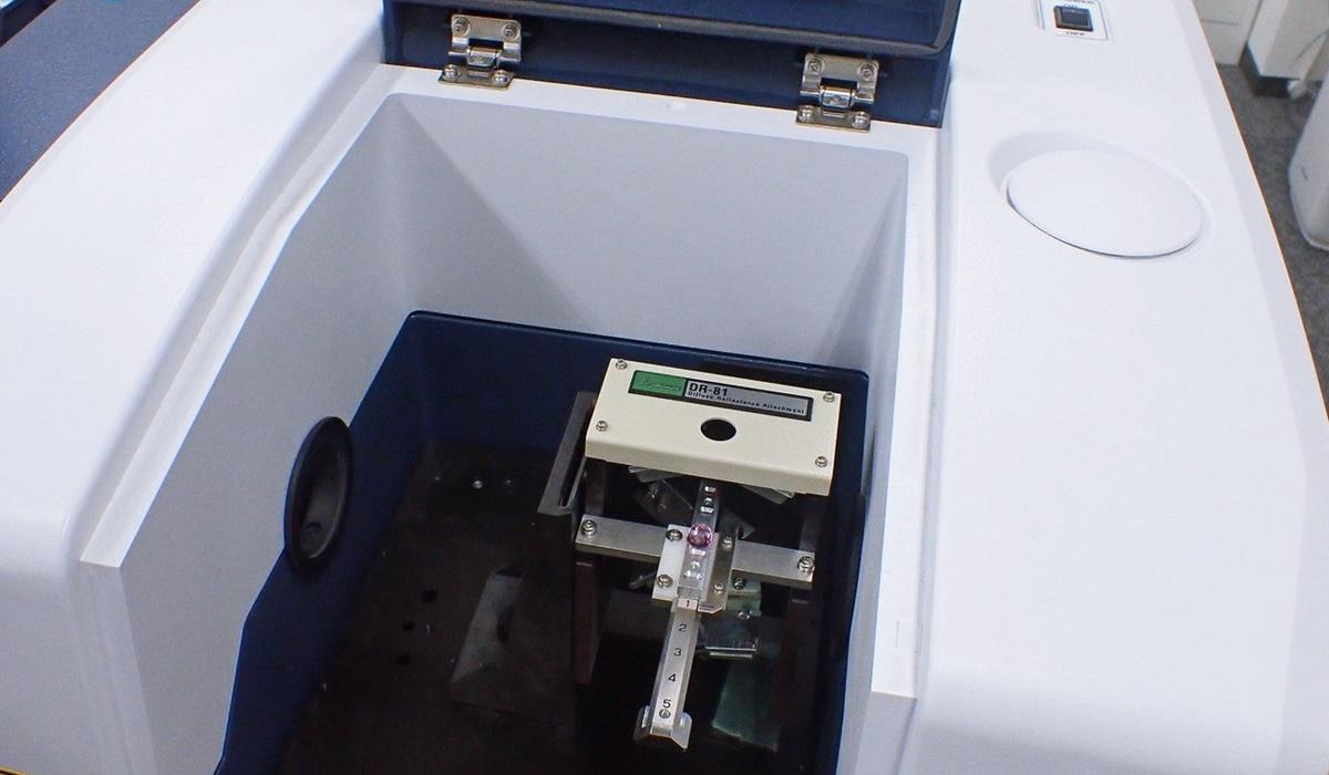 フーリエ変換型赤外分光光度計