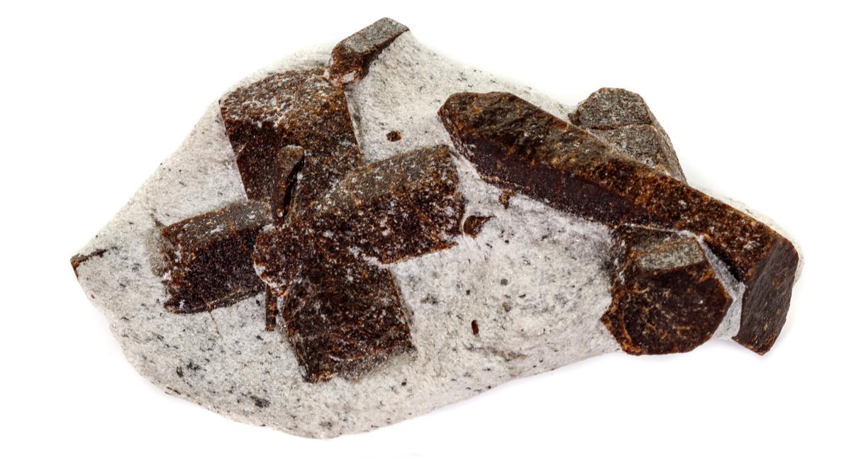 スタウロライト 原石