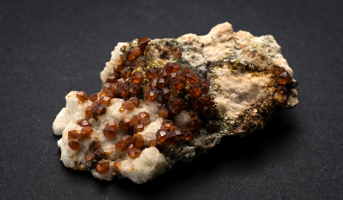 ヘソナイトガーネット 原石