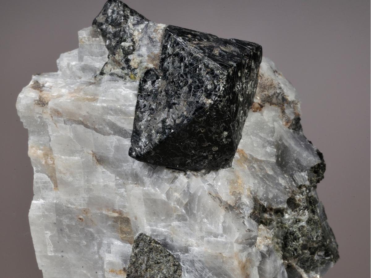 ガーナイト 原石